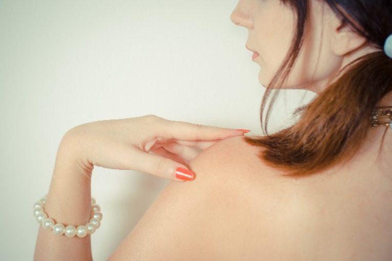 巻き肩の簡単改善法!見た目も肩こりもスッキリ解消!
